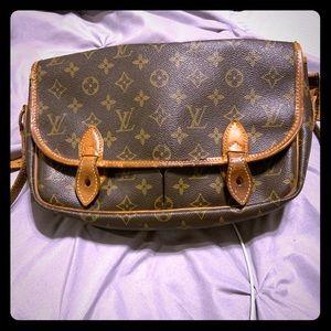 Authentic Louis Vuitton gibeciere!